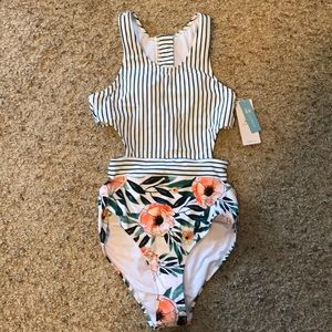 CUPSHE one piece swimsuit. Size Small (4-6)